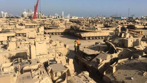 """В Кувейте начинается """"Буря в пустыне 3"""". Столько танков там очень давно не видели."""