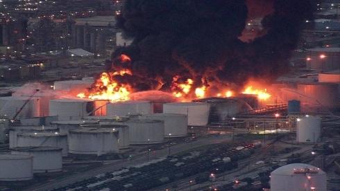 Взрывы резервуаров в Венесуэле, горящие танки в Дир-Парк. Где будет продолжение?
