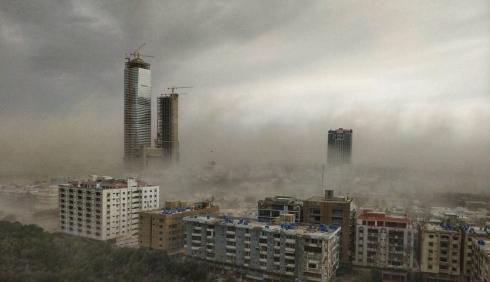 Пылевая буря в Пакистане может быть началом землетрясения.