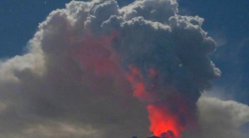 Новое извержение вулкана Агунг. В кальдере супервулкана Тоба снова М4.0.