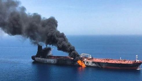 Кто взорвал танкеры в Оманском заливе? ОБНОВЛЕНО: CENTCOM опубликовало обещанное видео.