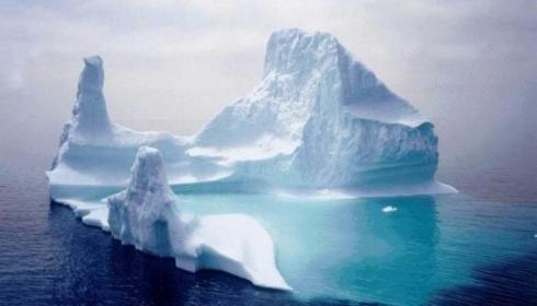 Дрейфующий лёд Антарктиды быстро тает. Климатологи в тупике, пресса в панике.