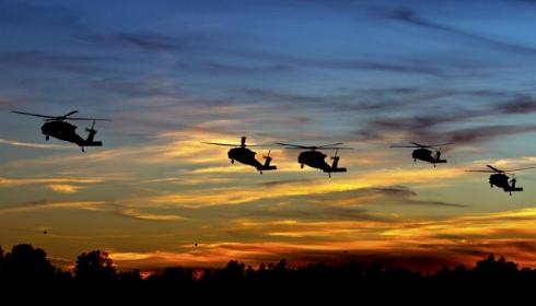 Зловещие «Чёрные ястребы» летают над Вашингтоном. В Белом доме к чему-то готовятся?