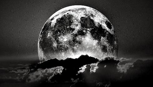 31 июля мир увидит восход Черной Луны. Что же произойдет в этот день?