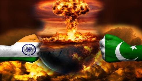 Министр транспорта Пакистана: война будет в октябре.