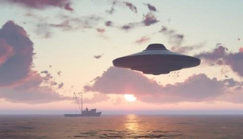 Пилот авианосца ВМФ США столкнулся с НЛО, которое было больше любого авианосца.