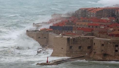 Откуда в Адриатическом море такие экстремальные волны?